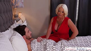 Stepmom using their way MILF pussy to heal their way stepson and become absent-minded lady is sexy AF