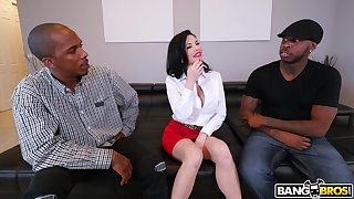 Naughty mature Veronica Avluv fucked in all holes wits two BBCs
