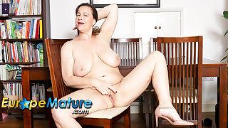 EuropeMaturE Busty British Mature Eve Jayne Unique Masturbation