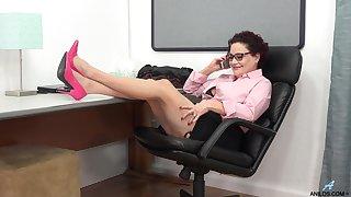 solo mollycoddle Amanda Ryder pleasures her orgasmic fuck hole. HD